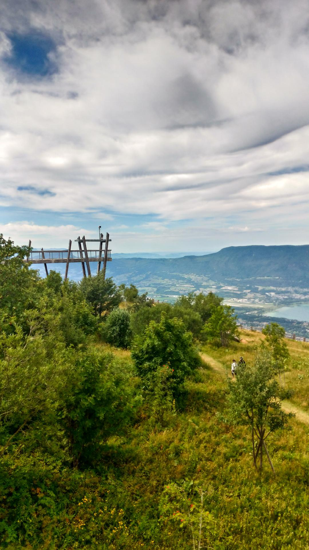 Mont Revard au dessus du lac du Bourget
